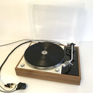photo platine vinyle thorens